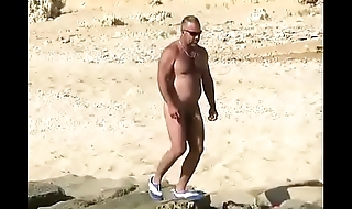 Spying mature with a big bushwa on the beach